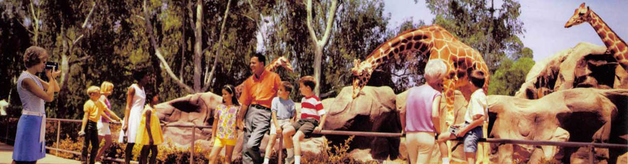 Family days-out at the San Diego Zoo, California (Sortie en famille au zoo de San Diego, Californie) - 1968 - Peter Gales